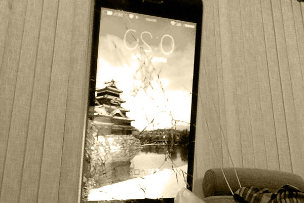 iphoneが割れた
