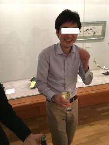 ワインを嗜むヒグチ先生。